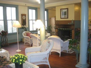 Relax in front of the fireplace and imagine it's the early 1900s again...