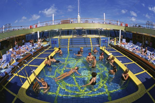 Carnival Triumph swimming pool