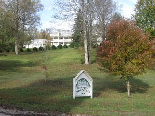 Balsam Mountain Inn grounds