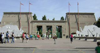 Main entrance to the Memphis Zoo